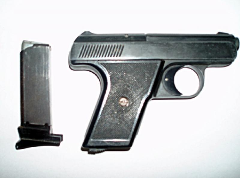Nielegalna broń wbiurku