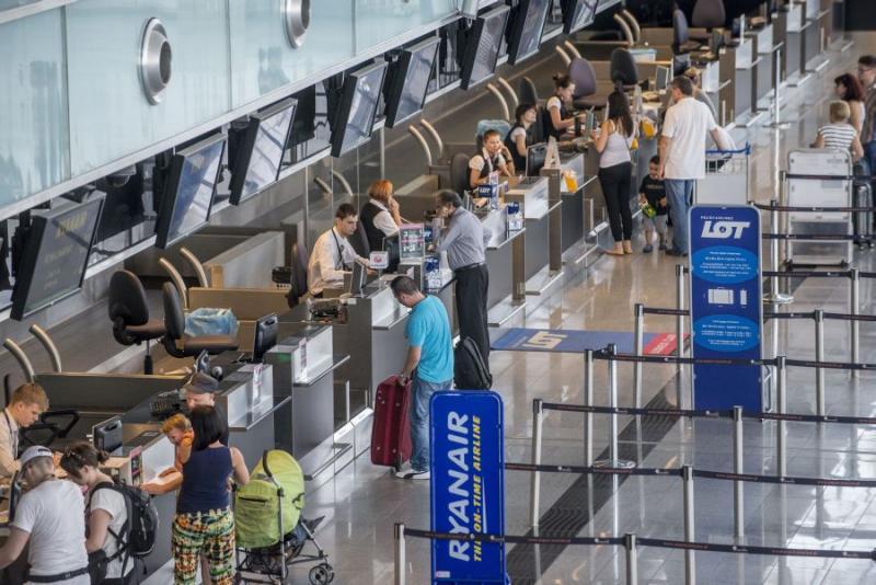 Wciąż przybywa pasażerów na wrocławskim lotnisku
