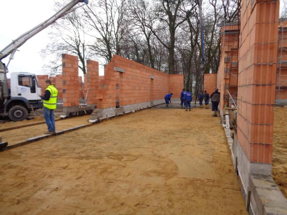 Foto-nowinki zbudowy szkoły wLutyni