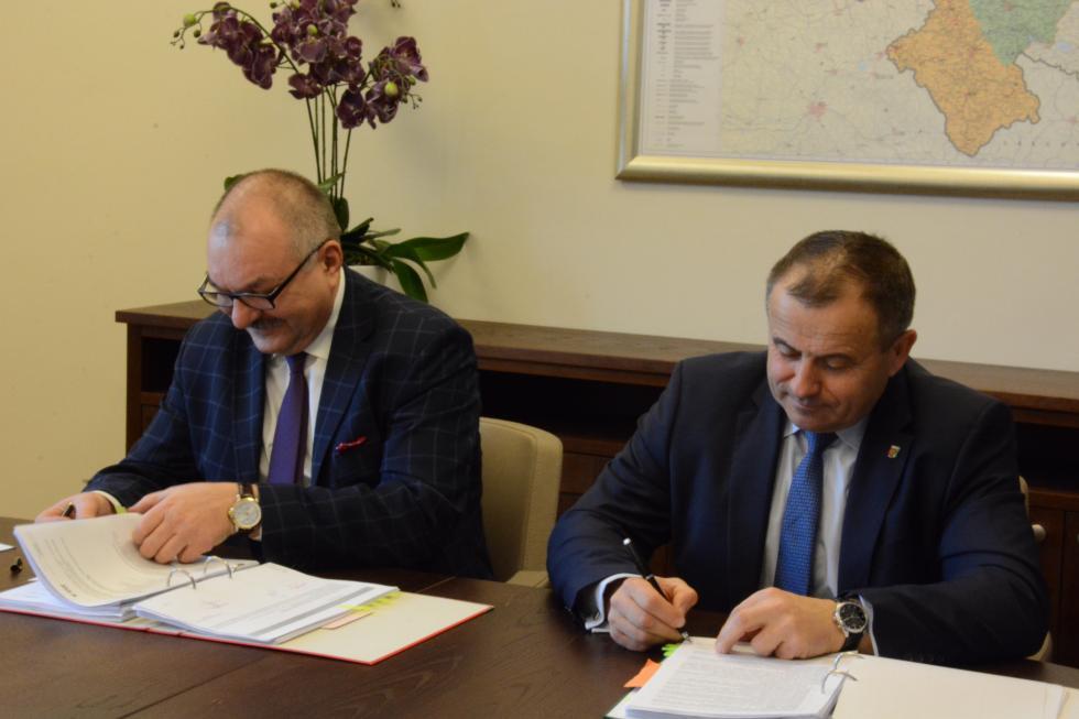 Pierwsze umowy na dofinansowanie podpisane