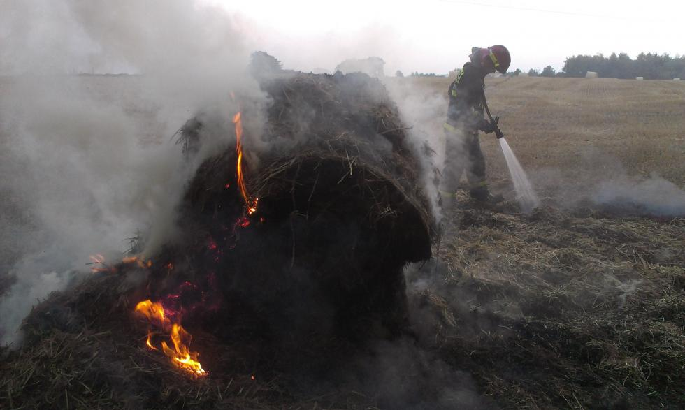 Pożar sprasowanej słomy
