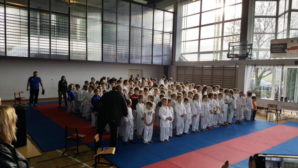 14  medali karateków wChobieni