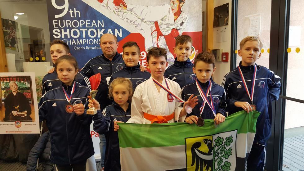 153 medale  średzkich karateków w2017 roku