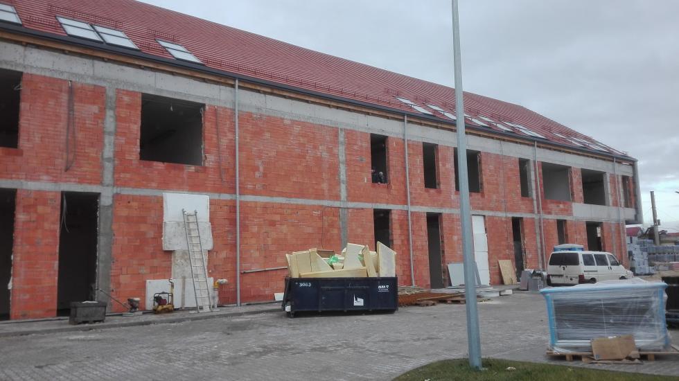 Budowa szkół bez przerwy