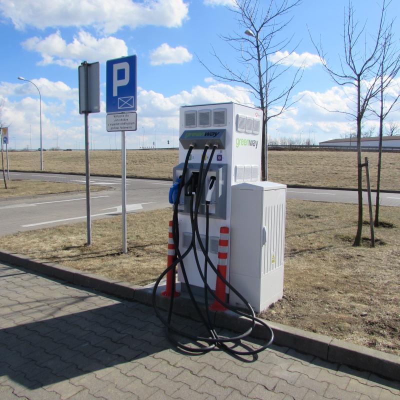 Park Handlowy Auchan Bielany ze stacją ładowania samochodów elektrycznych