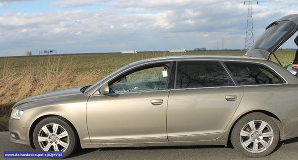 odzyskali skradziony pojazd, kierowca był nietrzeźwy