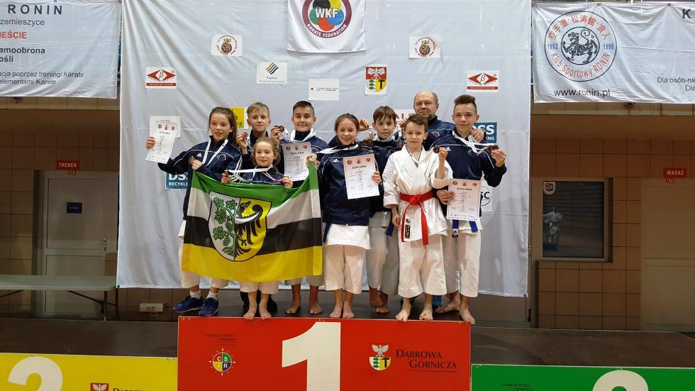 10  medali karateków wDąbrowie