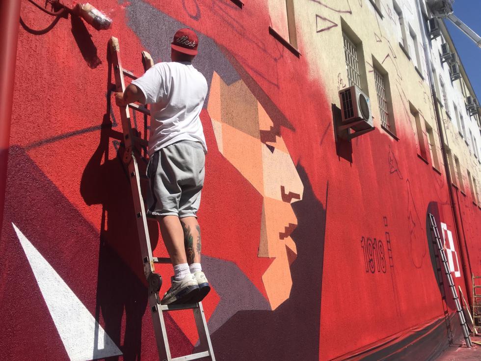 Na budynku Archiwum IPN powstaje mural