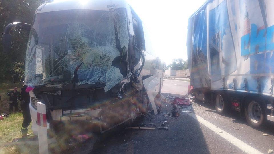 Wypadek autobusu zdziećmi