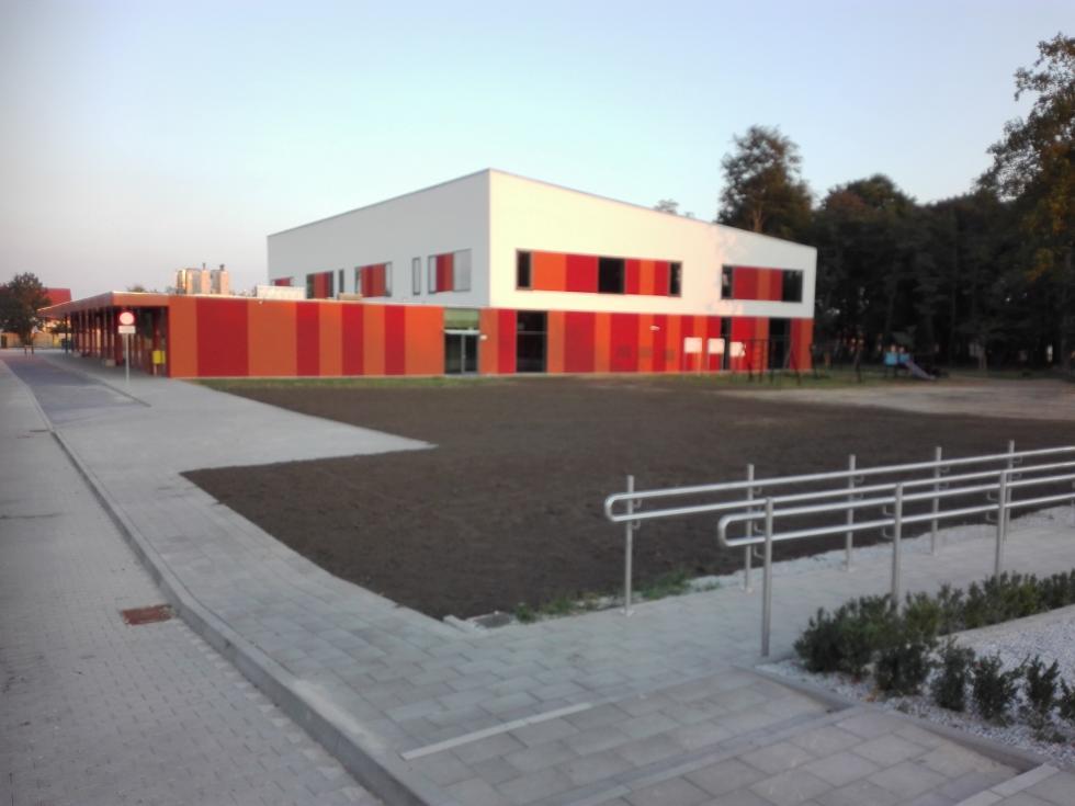 Pierwszy dzwonek wdwóch nowych szkołach