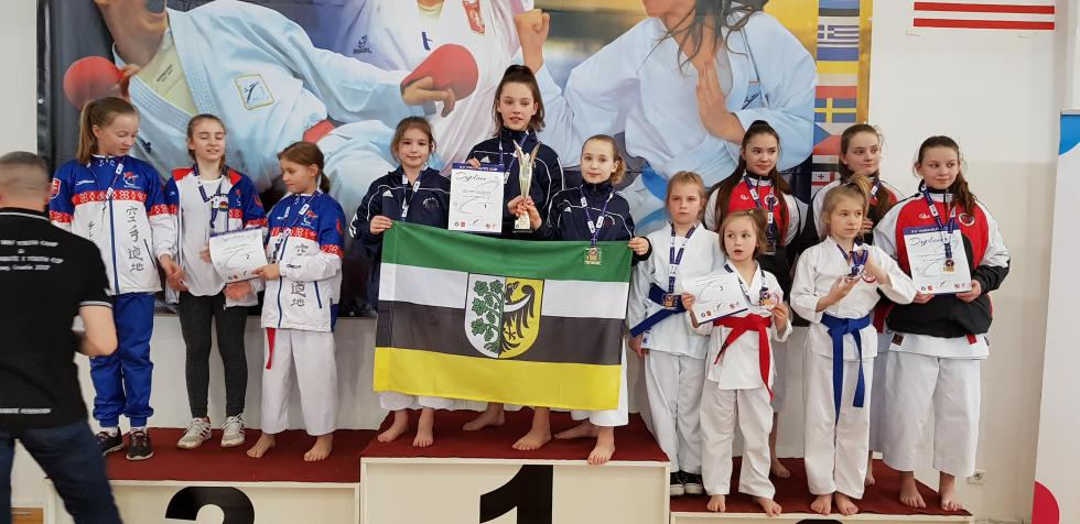 Świetny start karateków wŁodzi