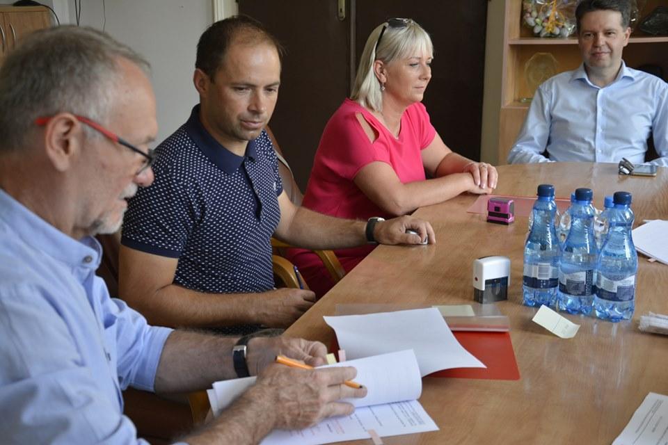 Umowa na przebudowę chodnika wGościsławiu podpisana