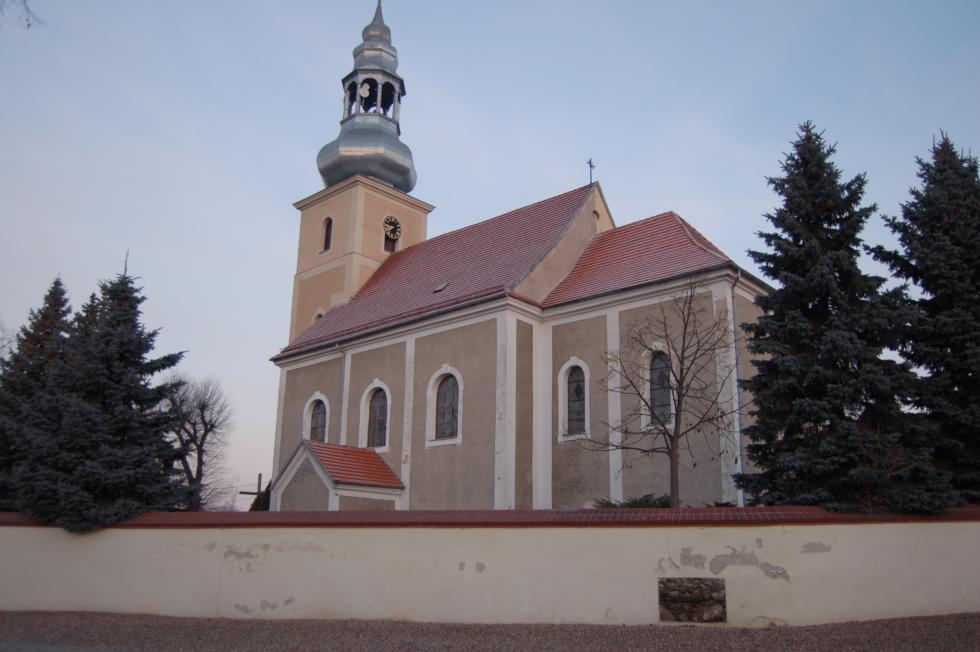 Remont kościoła wŚwiętem zdofinansowaniem ministra, marszałka igminy