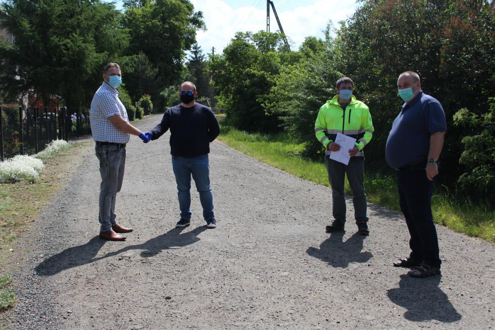 Umowa na przebudowę drogi gminnej wJarostowie podpisana