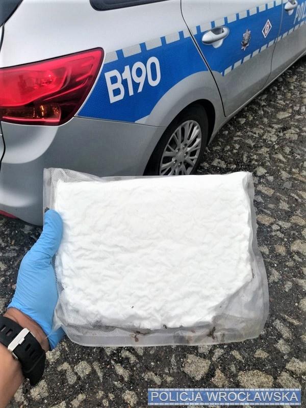 Ponad kilogram amfetaminy na tylnym siedzeniu auta