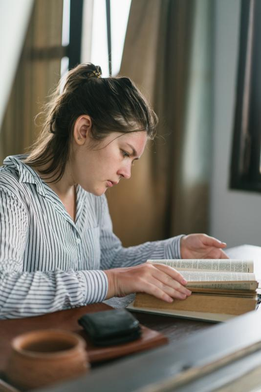 Stacjonarny kurs językowy – czy online – co lepsze?