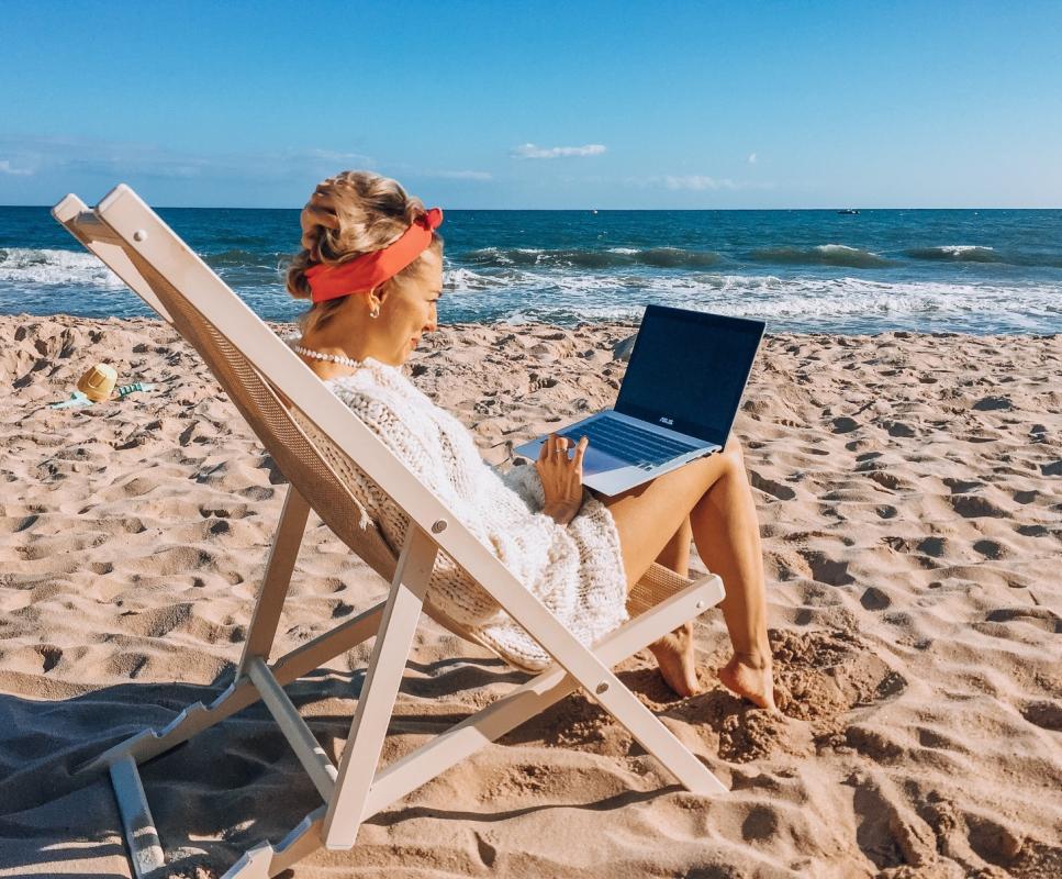 Polacy pracują nawet na urlopie - wyniki badania