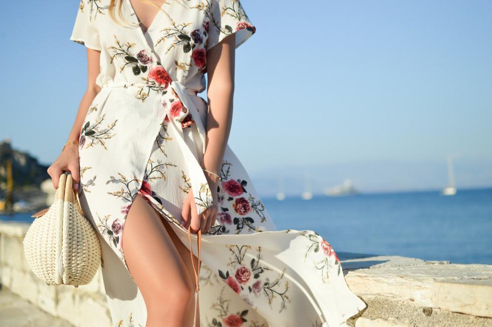 Ponadczasowe kreacje – ubrania, które nigdy nie wyjdą zmody