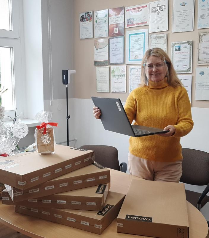 Kolejny sprzęt komputerowy dla uczniów Szkoły Podstawowej im. Skarbów Dolnego Śląska wMalczycach