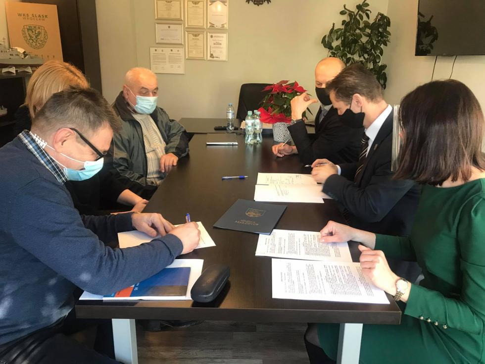 Pierwsze umowy dotacji na działania rewitalizacyjne podpisane