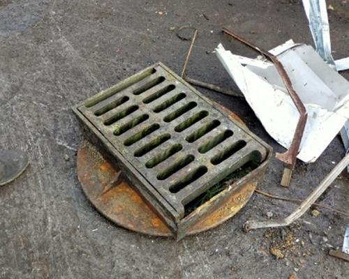 Kradli zabezpieczenie studzienek kanalizacyjnych