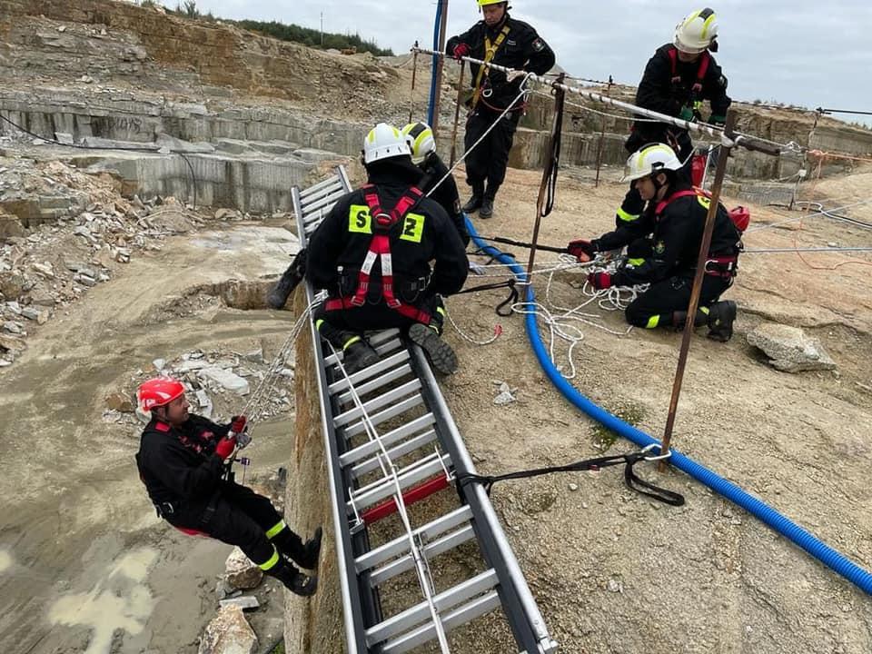 Strażacy szkolą się na wysokościach